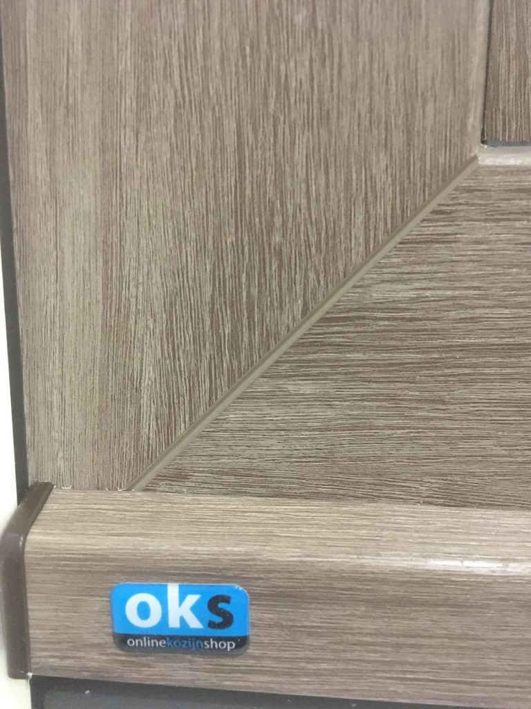 mooie warme houtlook folie in combinatie met ral 9001